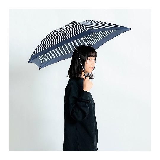 Abierto es igual de grande que un paraguas corriente