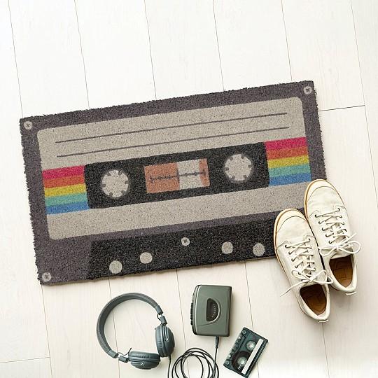 Un felpudo de cassette con un estilo muy vintage