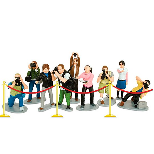 Paparazzi play set with 9 action figures.