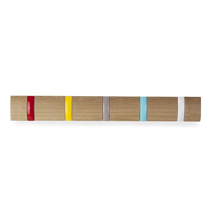 Perchero de madera con ganchos de colores for Ganchos para percheros