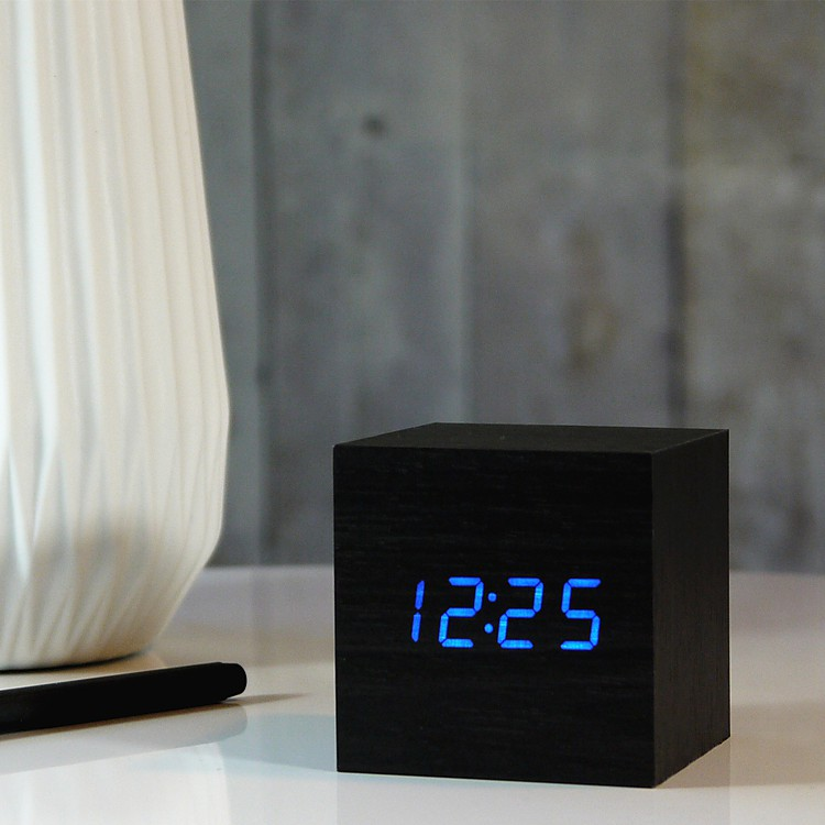 reloj despertador cube click clock negro. Black Bedroom Furniture Sets. Home Design Ideas