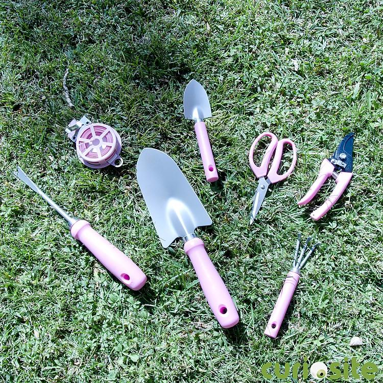 Malet n de herramientas de jardiner a rosa for Jardineria fotos